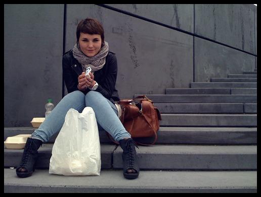 Schal, Jacke, Pulli: H&M//Jeggings: UO//Schuhe: Vagabond//Tasche: Sasha